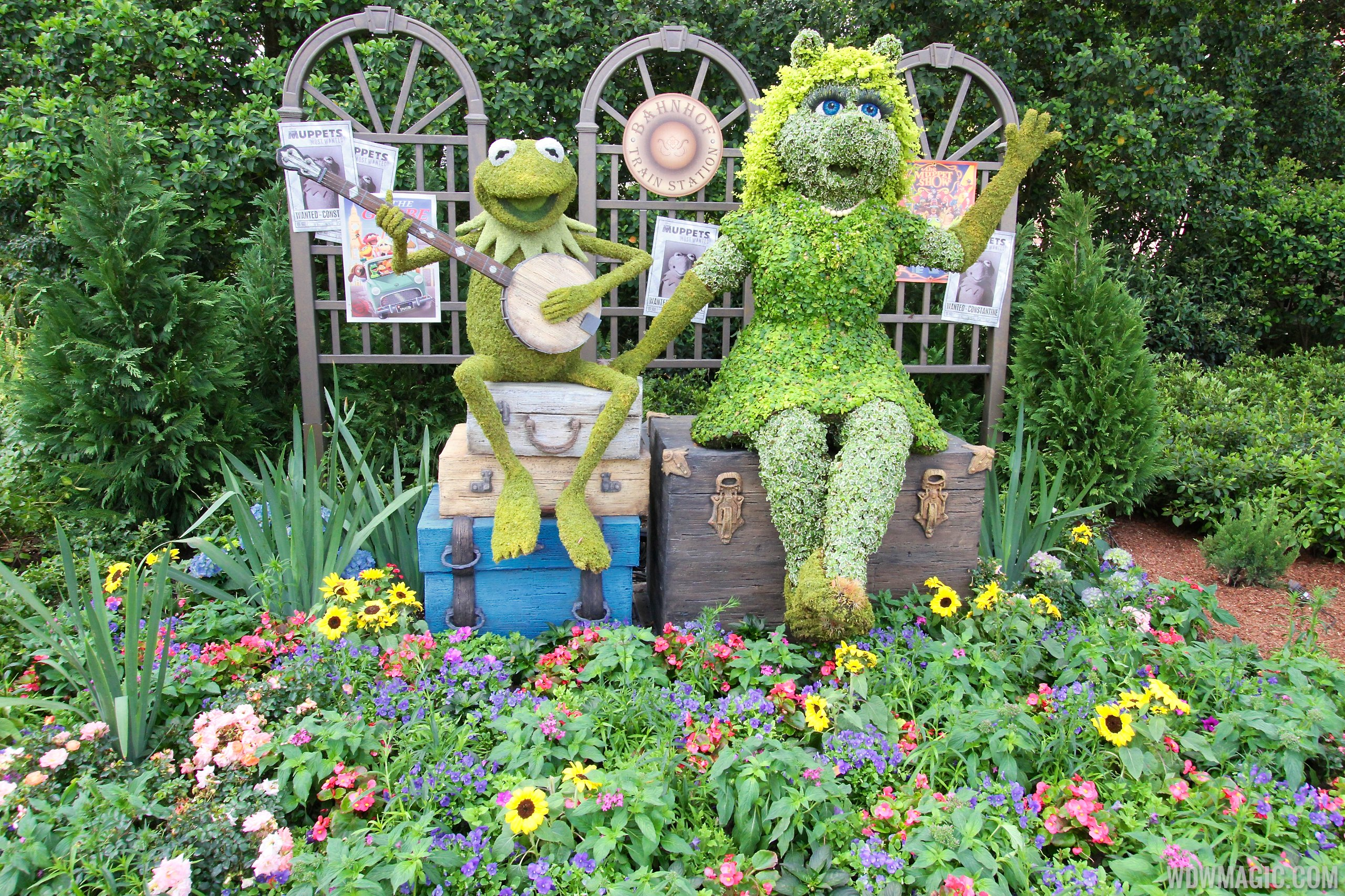 Muppets Epcot International Flower And Garden Festival Hot On The Street